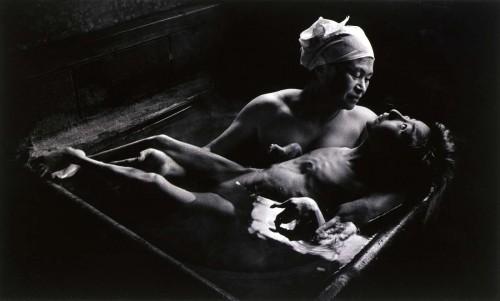 w-eugene-smith-tomoko-uemura-in-her-bath-minamata-1972